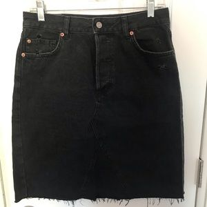 H&M black high waisted denim skirt